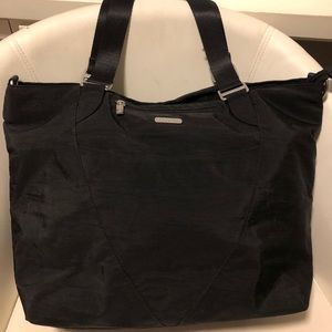 Baggalini travel tote black bag